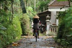 Cykla runt om byn, version 11 Royaltyfri Bild