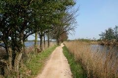 Cykla trail in - mellan vatten Royaltyfri Fotografi