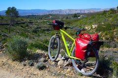 Cykla turism MTB cykla i Pedralba Valencia med korgar Royaltyfri Bild