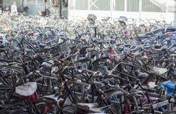 Cyklar av Amsterdam Royaltyfria Foton