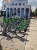 Cyklar för hyra Arkivfoto