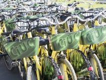Cyklar för hyra Fotografering för Bildbyråer
