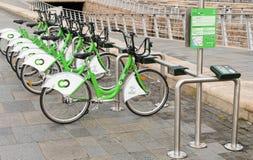 Cyklar för hyra i Liverpool, England Fotografering för Bildbyråer