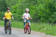 cyklar går Arkivbild