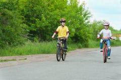 cyklar går Royaltyfri Foto