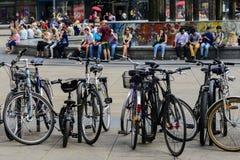 Cyklar i Alexanderplatz Royaltyfri Foto