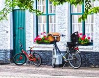 Cyklar i Bruges Arkivbild
