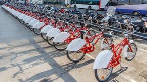 Cyklar i en ro Royaltyfria Bilder