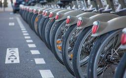 Cyklar i raden arkivfoto