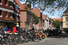 Cyklar i staden av Munster, Tyskland Arkivbild