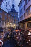 Cyklar på gatan i Bonn Arkivbild