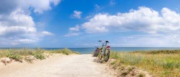 Cyklar på stranden Royaltyfria Foton