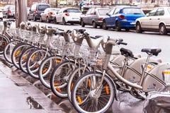 cyklar Service för Velib cykelhyra i Paris france arkivbild