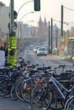 Cyklar som parkerar, Berlin Royaltyfri Bild