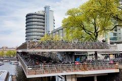 Cyklar som parkerar i Amsterdam Royaltyfri Fotografi