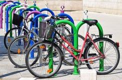 cyklar som parkerar mycket Royaltyfria Foton