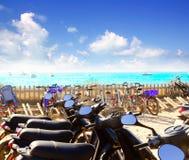 Cyklar som parkerar på den Formentera stranden Royaltyfria Bilder
