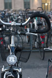 cyklar stadsmiljön Royaltyfri Bild