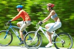 Cykliści w ruchu Zdjęcia Royalty Free