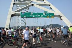 Cyklistövertagande Portland Arkivbild
