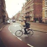 Cyklist i Amsterdam Arkivbild
