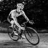 Cyklist i en kurva Royaltyfri Fotografi