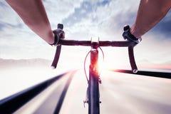 Cyklist i hastighet Arkivbild