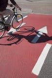 Cyklist på cykelLane Fotografering för Bildbyråer