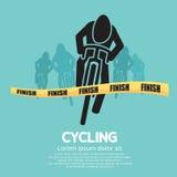 Cyklist på mållinjen Royaltyfria Bilder