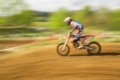 Cyklist på motocross i rörelse Royaltyfria Foton
