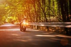 Cyklist på skymning Fotografering för Bildbyråer