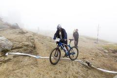 Cyklist på fullföljande Fotografering för Bildbyråer