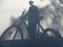 Cyklist - skugga Royaltyfria Bilder
