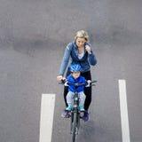 Cyklist` ståtar i Magdeburg, Tyskland f.m. 17 06 2017 Ett barn Arkivbild