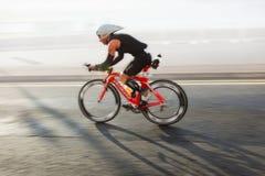 Cyklist triathlon Arkivfoto