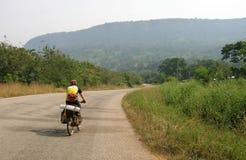 Cyklista jazda na drodze Obraz Royalty Free