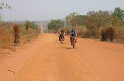 Cyklista jazda na drodze Zdjęcie Royalty Free
