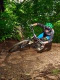 Cyklista jazda z agresywnymi zwrotami Obrazy Royalty Free