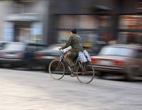 Cyklista na miasto jezdni Obrazy Royalty Free