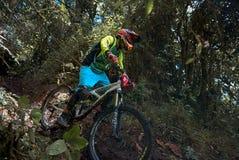 Cyklista uczestniczy w Nariño Enduro MTB filiżance Zdjęcia Stock