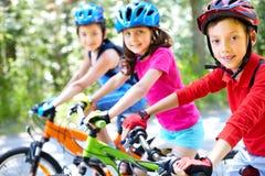 cyklistbarn arkivbild