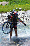 cyklistbergflod Arkivfoton