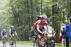 Cyklisten Lars Bak Climbing Col du Platzerwasel - turnera de Fra Fotografering för Bildbyråer