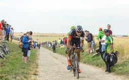 Cyklisten Matthias Brandle Riding på en kullerstenväg - turnera Royaltyfri Foto