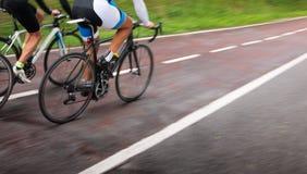 Cyklister i rörelse Royaltyfria Bilder