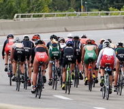 Cyklister i Triathlon Royaltyfri Foto