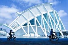 Cyklister i Valencia City av konster arkivfoto