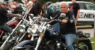 Cyklister lämnar räddningen vårt kors för att samla, Knoxville, Iowa Royaltyfria Bilder