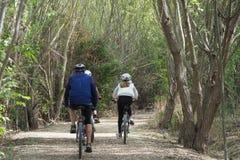 Cyklister p? banan, Lleida royaltyfria bilder