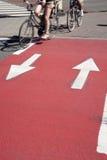 Cyklister på cykelgränd Fotografering för Bildbyråer